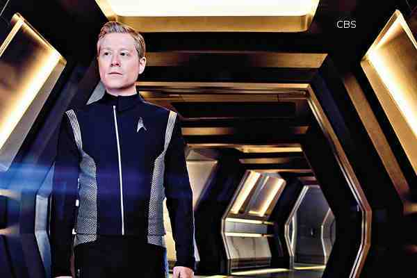 play with star anthony rapp calls it an honor to play star trek discoverys